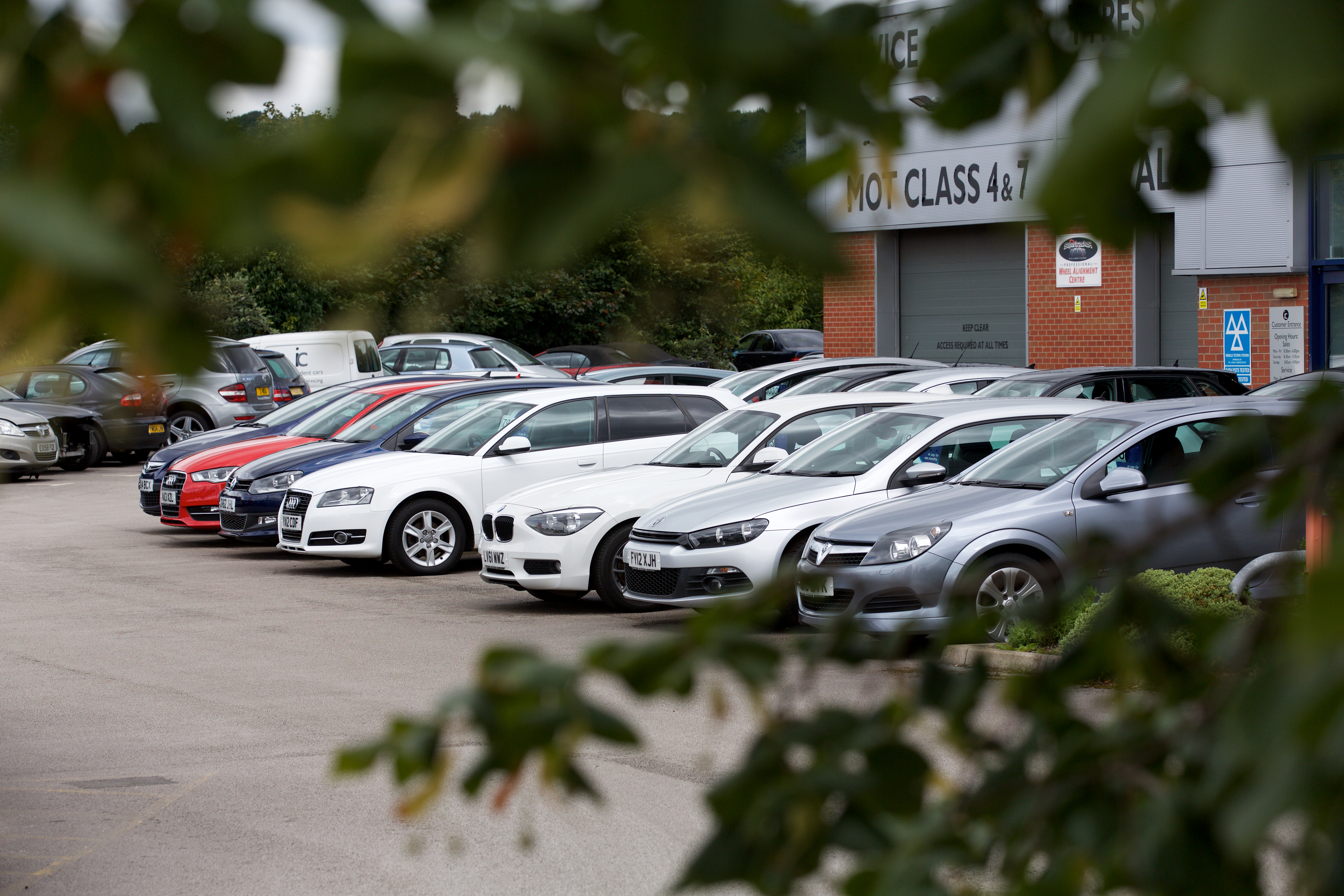 UK car dealers confident about business prospects in 2018